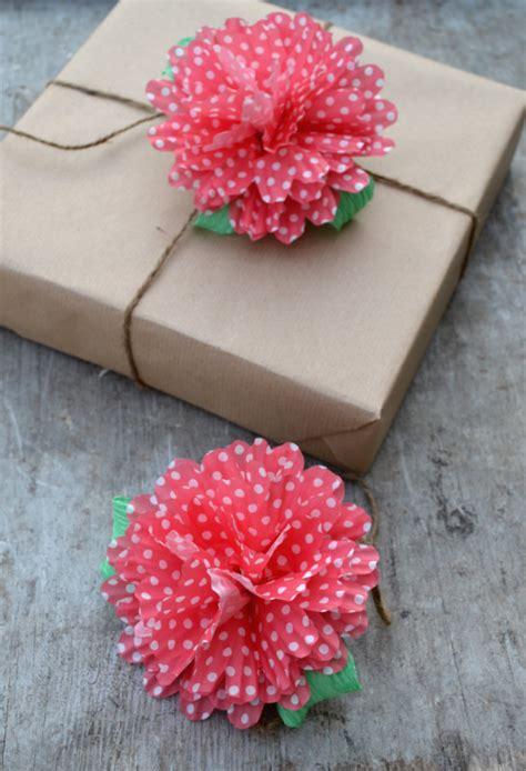 come si fa un fiore di carta come fare una ghirlanda con e farfalle di carta