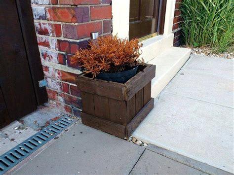 pallet planter box pallet bench seat and planter box 101 pallet ideas