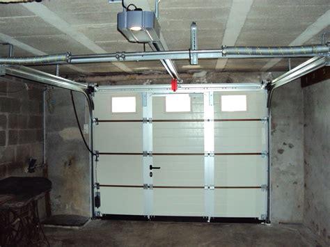 porte de garage sectionnelle ou enroulable motorisation porte de garage