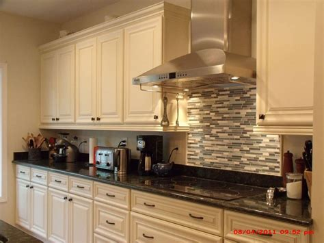 kitchen ideas with cream cabinets galley kitchen cream cabinets afreakatheart