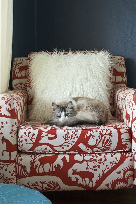 Diy Fur Pillow by 25 Diy Projects To Make Your Home Cozy For Winter