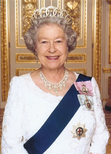rose c est la vie queen elizabeth ii here and hair for