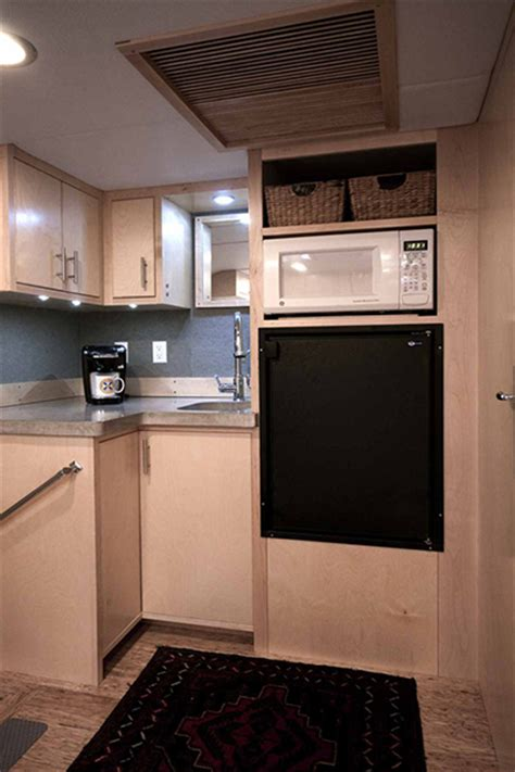 portfoli3 6 hybrid kitchen cargo trailer takes off grid off the radar the tiny life