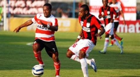 Kaos Bola 2 Bahagia Itu Madura United sadiss madura united kalahkan persipura 2 0 abadikini