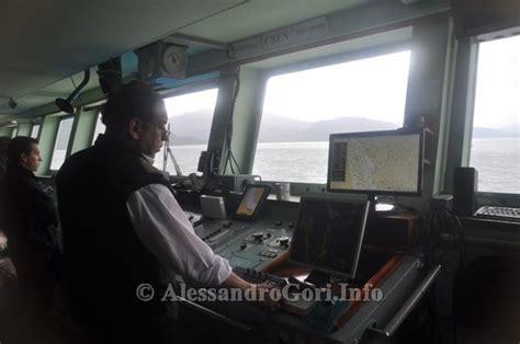 cabina di comando nave sul navimag con il brutto tempo tra fiordi e il