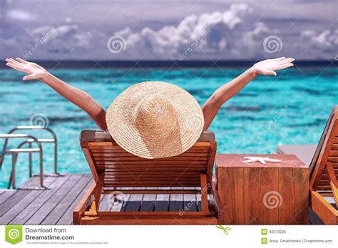 imagenes de vacaciones en la playa disfrutar de vacaciones en la playa imagen de archivo