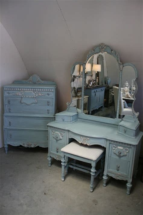 Painted Bedroom Vanity Ideas by 25 Best Ideas About Painted Vanity On