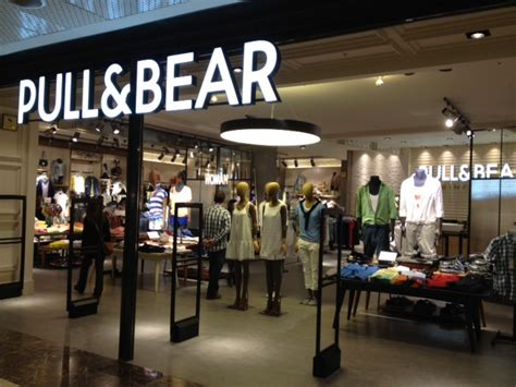 pull and bear file pull and bear store jpg wikimedia commons