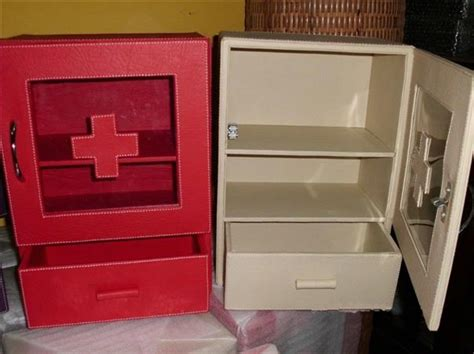 Kotak Jam Tangan Mix Tempat Perhiasan 3in1 Boxes Berkualitas kotak p3k tempat obat vinyl