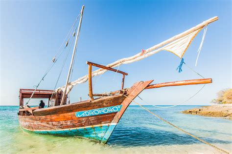 Kaos National Geographic Traditional Boat island hopping by traditional dhow in mozambique national geographic