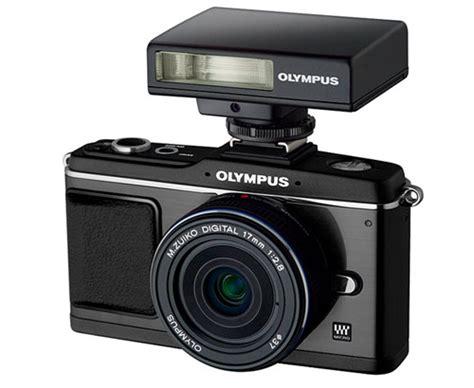 Olympus E P2 Hitam Kit 17mm olympus anuncia el kit black on black de su e p2 gizmos