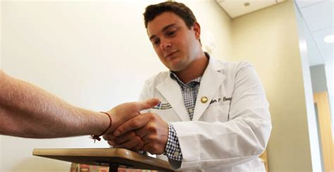 comforting hands massage umms students faculty provide comfort to cancer patients