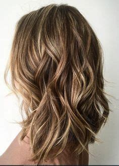 car mal highlight on wavy bob hair cut textured long bob hairstyle layered hair pinterest