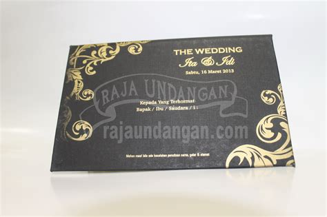 desain undangan pernikahan warna gold undangan hardcover murah hitam emas raja undangan pernikahan