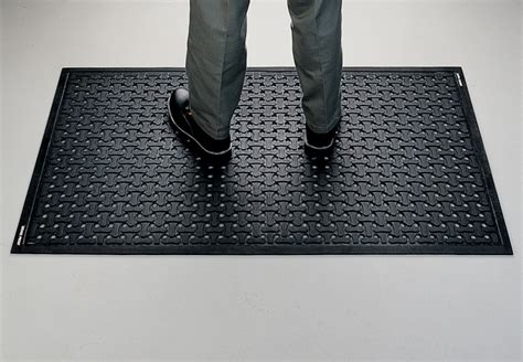 Chemicals In Mats by Floor Chemical Resistant Floor Mats Magnificent On Floor