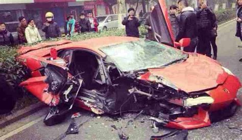 smashed lamborghini lamborghini aventador smashes into in china gtspirit