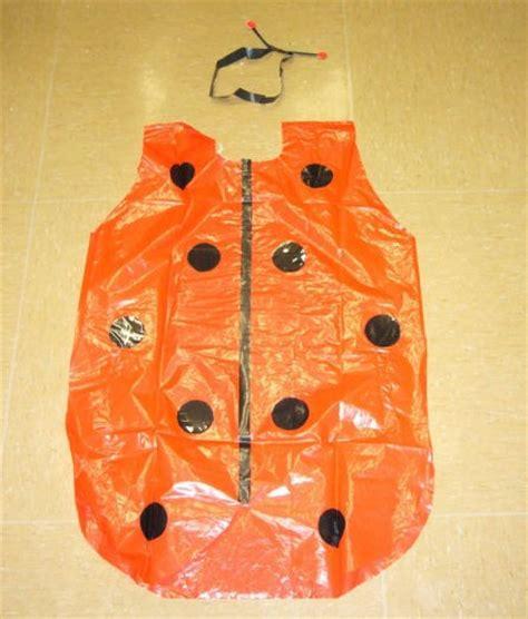 Como Hacer Unas Alas Con Bolsas De Basura O Carton De Pajaro | disfraz de mariquita con una bolsa de basura