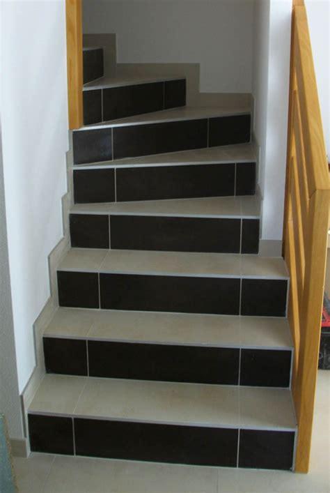 Bien Leroy Merlin Carrelage Mural Cuisine #4: carrelage-sur-escalier-clair-et-fonce