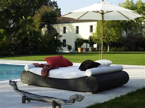 tips to choose the right outdoor furniture for