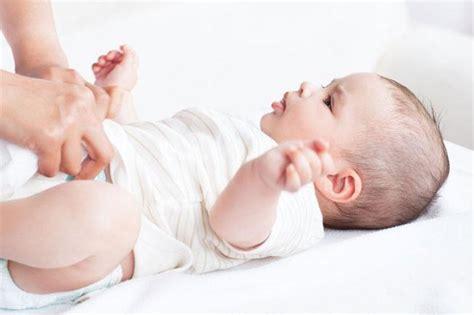 sedere rosso neonato dermatite da pannolino
