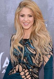 what color is shakira s hair 2015 shakira shows off in teal cutout dress at 2014 acm awards