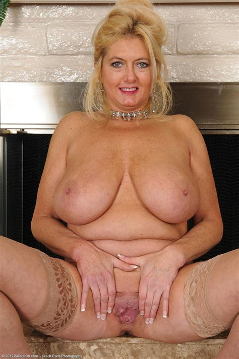 Horny All Natural And busty milf Exposed Pichunter