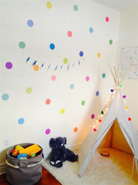 Wall Stickers For Girls Room poned topos lunares o confetti en las paredes de vuestra