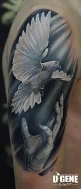 schulter hand taube tattoo von redberry tattoo