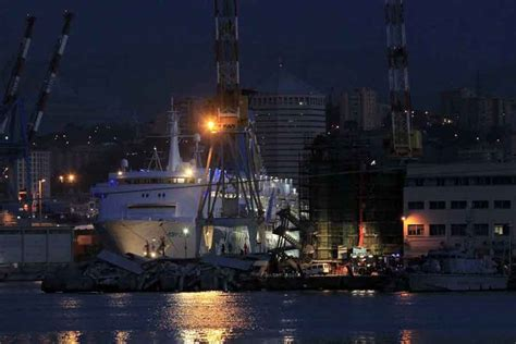 torre porto genova tragedia nella notte sul porto di genova torre pilota