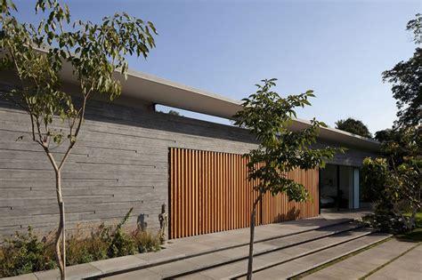 outstanding modern residence design  float house housebeauty