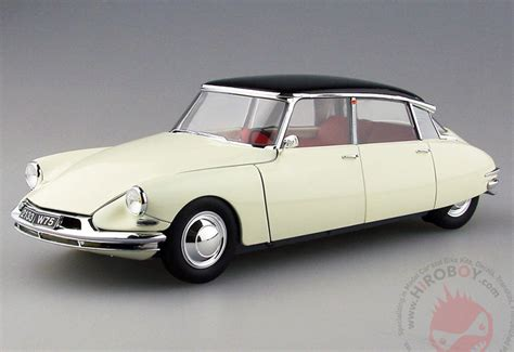 Citroen Ds19 by 1 24 Citro 235 N Ds19 Ebr 25005 Ebbro
