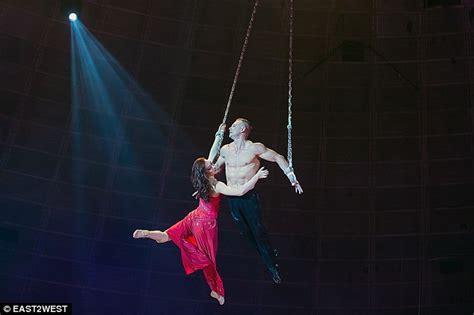 detik internasional detik detik wanita cantik ini jatuh saat beraksi sirkus di