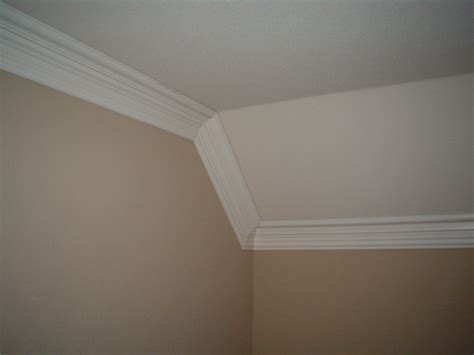 cathedral decken schlafzimmer crown molding angles vaulted ceiling crown mouldings
