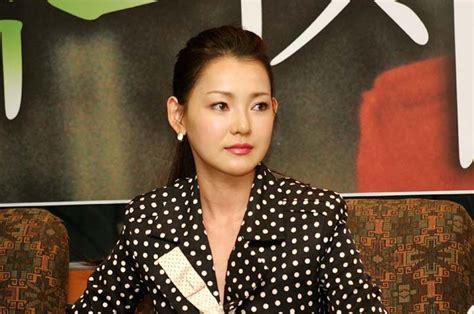 film korea green chair 세상이 인정하지 못하는 사랑에 아파하는 서른 둘의 이혼녀와 열 아홉 대학생의 슬픈 사랑이야기 녹색의자