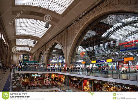 hängematte leipzig hauptbahnhof leipzig alemanha foto editorial imagem