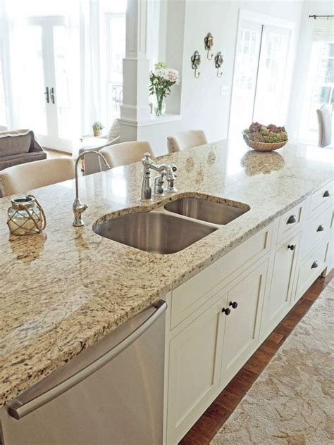 granite for white kitchen cabinets 25 best ideas about venetian gold granite on