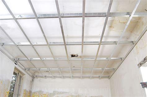 Rail Pour Plafond by Faux Plafond Rail Ou Fourrure Maison Travaux