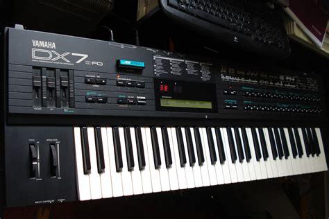 Keyboard Yamaha Dx7 pin yamaha dx7 dx 7 vintage synth synthesizer keyboard on