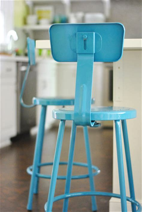 Painting Metal Bar Stools by Spray Painting Metal Kitchen Stools A Happy Turquoise