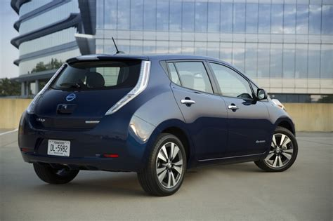 nissan cars 2016 2016 nissan leaf offers 107 mile range with 30 kwh battery