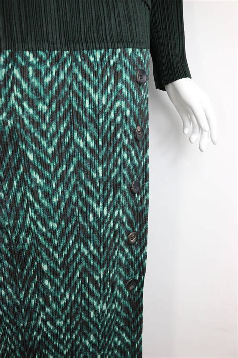 8 Pleated Pieces Of Clothing by Issey Miyake Chevron Print Pleated Sleeves Two Pieces