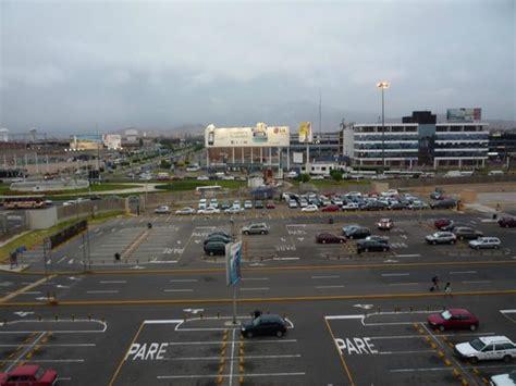 hotel cochera lima vista del hotel desde el estacionamiento del aeropuerto