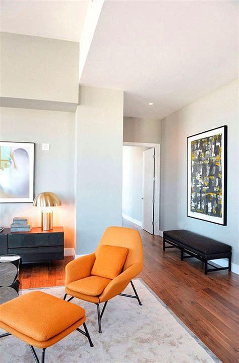 decorar un salon naranja sal 243 n en gris y naranja una propuesta decorativa moderna