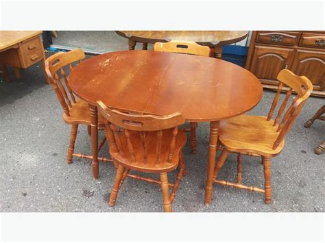 solid maple dining room table with 4 chairs central
