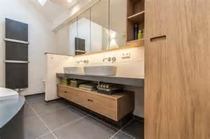 Badezimmer Unterschrank Mit Waschbecken Waschbecken Und Unterschrank Im Badezimmer Roomido Com