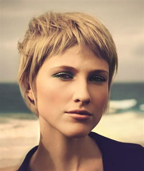 1970s short hairstyles 1970s hair quot short graduated look with an asymmetric cut