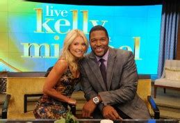 kelly ripa news blogs and latest updates abc news it s official today kelly ripa introduces her new co host