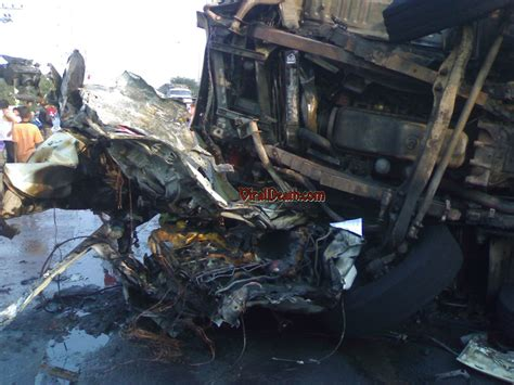 gory car crashes pin most gory gruesome and disturbing anime fanpop on