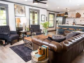 Texas Leather Interiors Hgtv Fixer Upper Brick House Is Old World Charm For Newlyweds