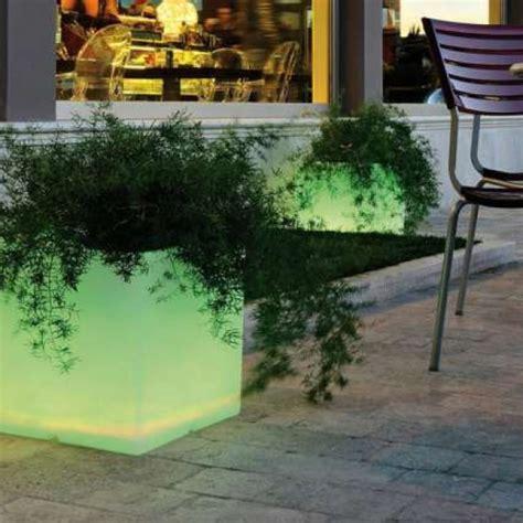 fioriere luminose stunning vasi luminosi da esterno images acrylicgiftware